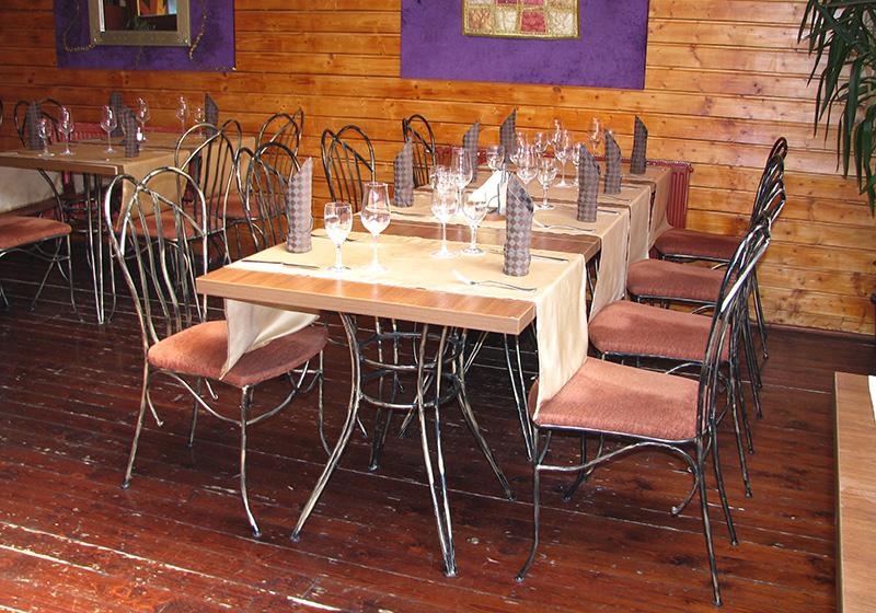 Kované stoly