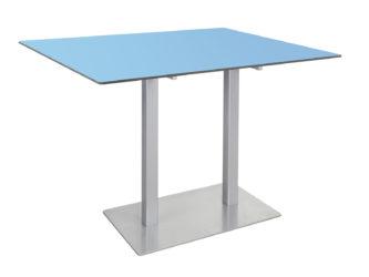 S kompaktní deskou stolu