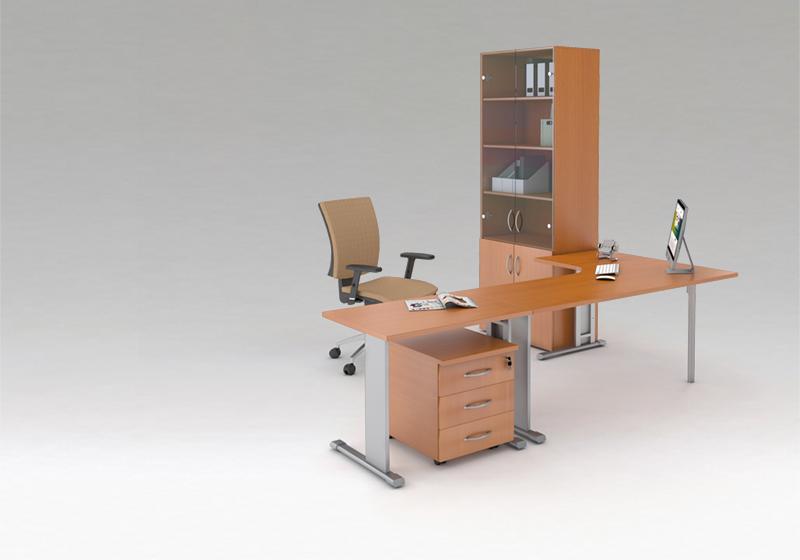 Standardní nábytek s T-kovovou konstrukcí