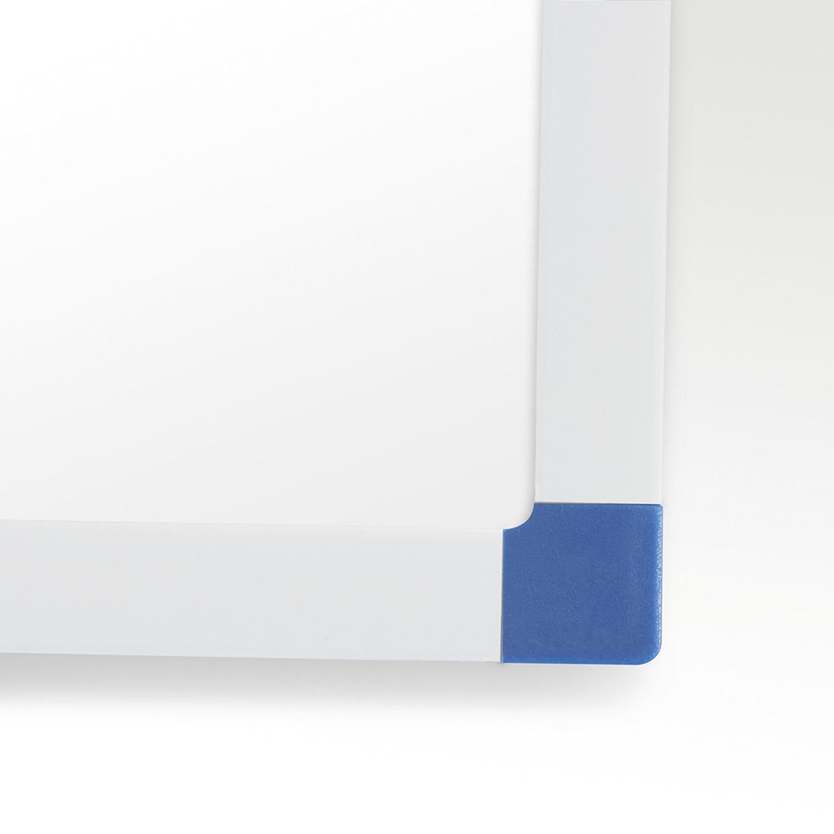 Klasická bílá nástěnná tabule