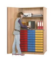 s policemi, 27 ks barevných krabic InBox ve velikosti