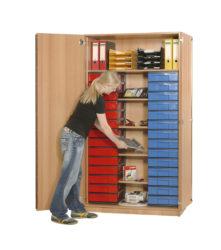 s policemi, 28 ks barevných krabic InBox ve velikosti