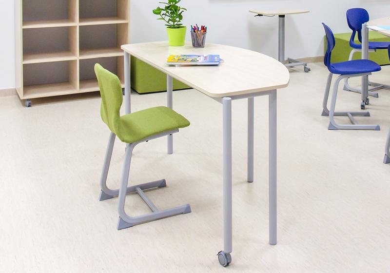 Učitelské stoly (katedry) a židle