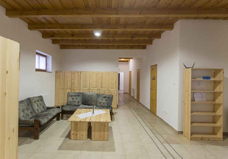 Klasický nábytek na koleje a ubytovny