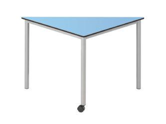 trojúhelníkový stůl, na kolečkách