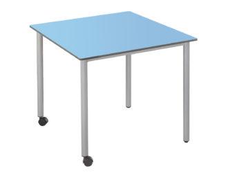 73 × 73 cm čtvercový stůl, na kolečkách